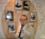 """Осиповичский музей. Открытие экспозиции """"Семья Дараган"""". Андрей Дараган на фоне семейных фотографий."""